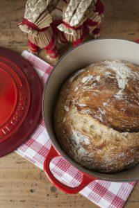 PANE SENZA IMPASTO (o No-Knead Bread) COTTO IN PENTOLA