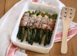 Asparagi al forno con speck e Parmigiano Reggiano