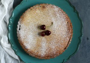 Torta ripiena di ricotta, cioccolato e ciliegie